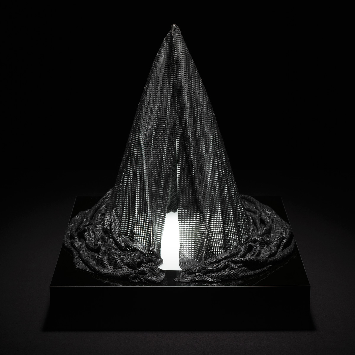Liliane Lijn Veiled #2 black